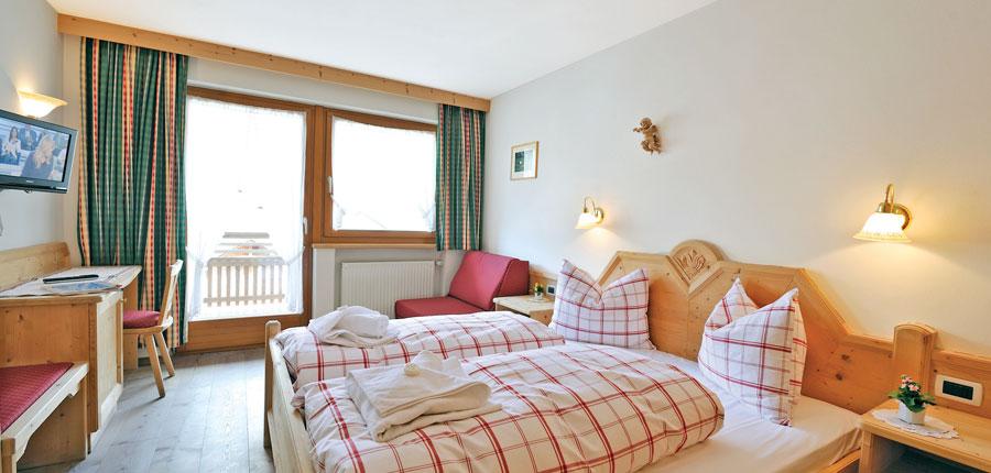 italy_dolomites_la_villa_chalet_hotel_al_pigher_bedroom.jpg